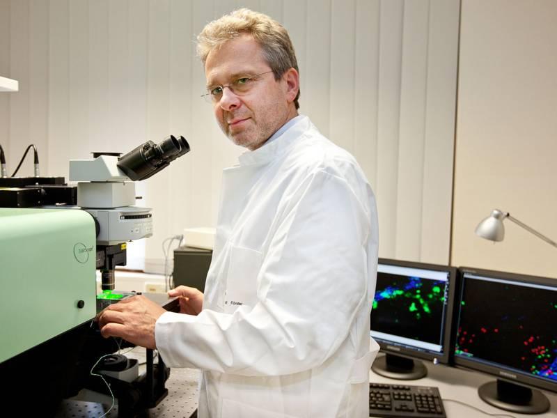 Professor Dr. Reinhold Förster
