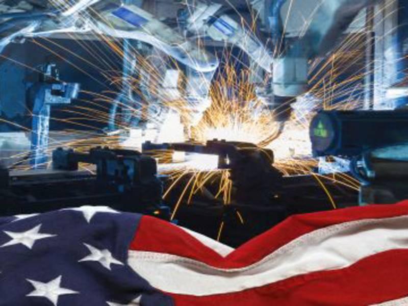 Amerikanische Flagge vor Industrieroboter