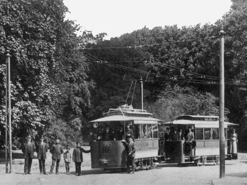 Historisches Foto einer Straßenbahn