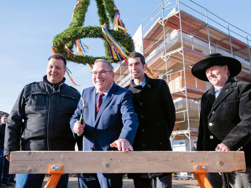 Vier Männer auf eine Baustelle