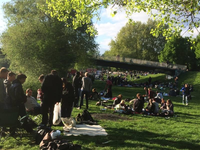 Menschen im Park.