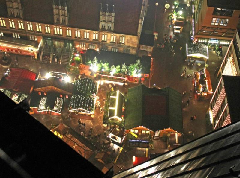 Ein Weihnachtsmarkt aus Vogelperspektive
