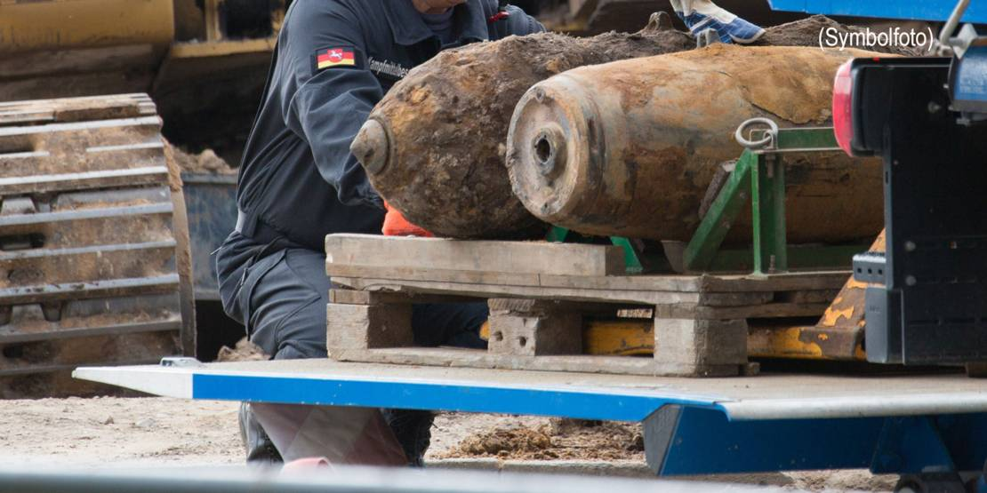 Vorbereitungen zum Transport entschärfter Bombenkörper.