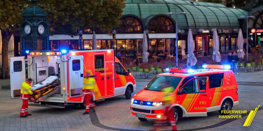 Feuerwehrfahrzeuge in der Innenstadt am Kröpcke.