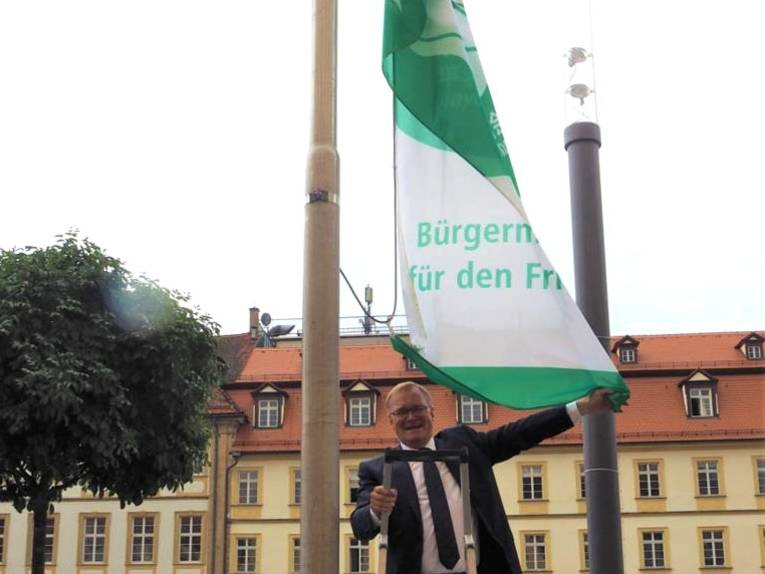 In der Stadt Bamberg wird die Mayors for Peace Flagge gehisst