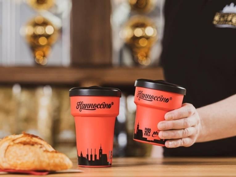 Ein Kaffeebecher mit der Aufschrift Hannoccino