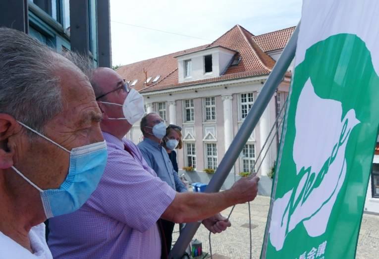 In der Stadt Achim wird die Mayors for Peace Flagge gehisst