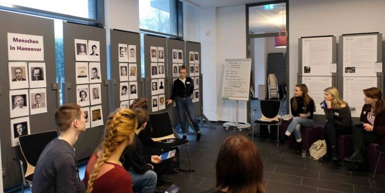 Workshop mit FSJlern der Türkischen Gemeinde Niedersachsen im ZeitZentrum Zivilcourage, Januar 2020