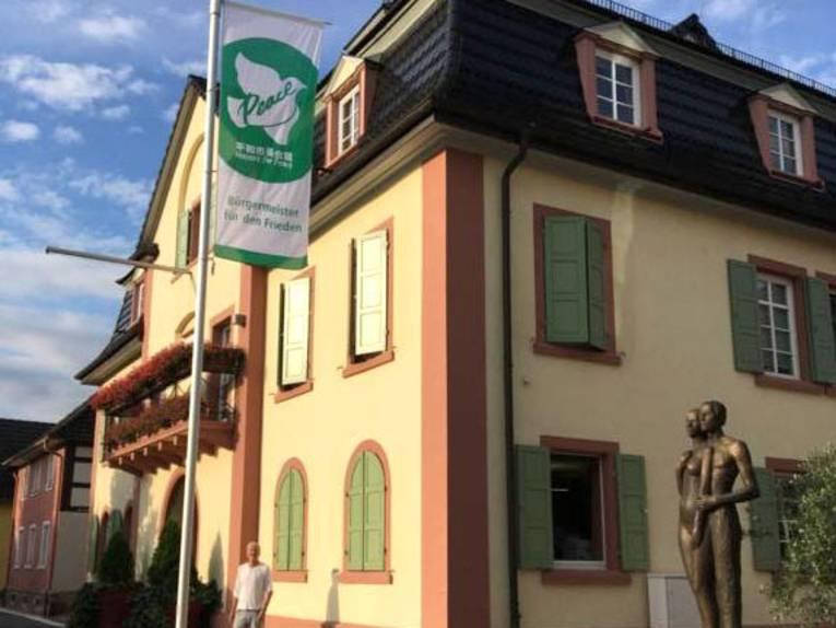 Muggensturm zeigt Flagge für den Frieden