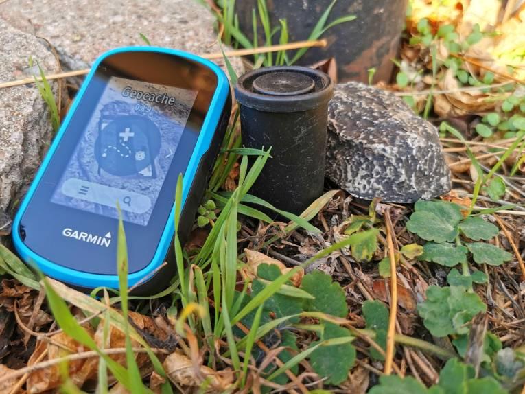Auf der ganzen Welt kann man sich anhand von Koordinaten auf die Suche nach sogenannten Geocaches machen.