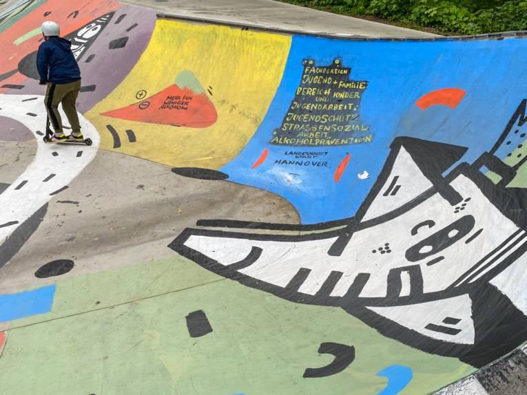 Graffiti in der Skateanlage im Stadtteilpark Linden-Süd