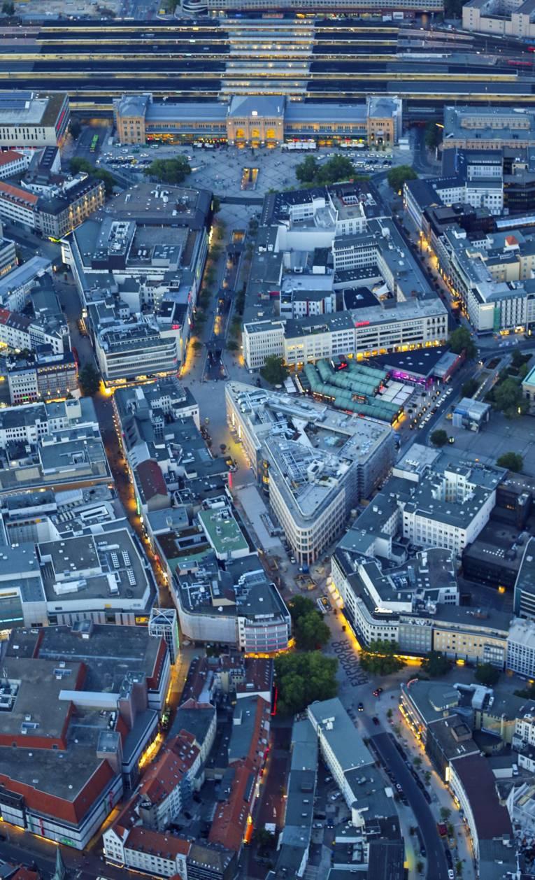 Hauptbahnhof und Innenstadt aus der Luft