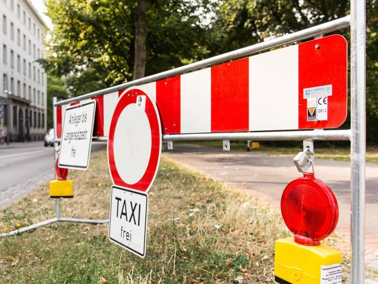 """Symbolbild """"Vollsperrung"""" – Verkehrsschild """"Durchfahrt verboten"""""""