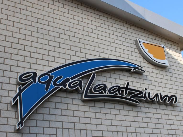 Schriftzug aquaLaatzium am Gebäude