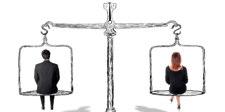 Ein Mann und eine Frau sitzen auf einer ausgeglichenen, gezeichneten Waage
