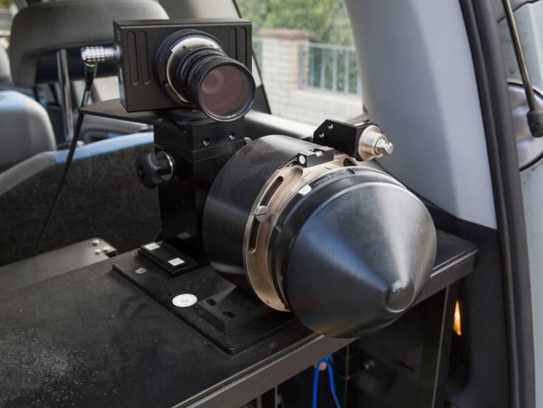 Eine Kameraausstattung in einem Fahrzeug.