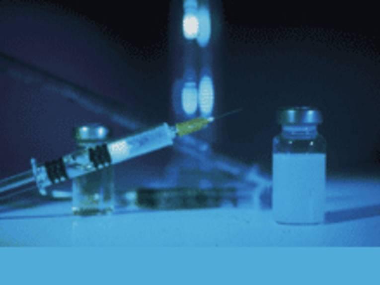 Injektionsspritze und Medikamente