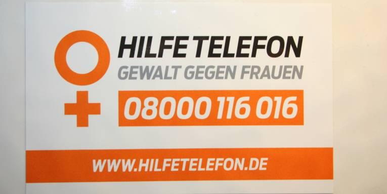 Aufkleber mit Text, Telefonnummer und Webadresse.