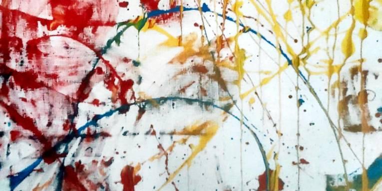 Verschiedene Farben bilden klecksige oder kurvige Verläufe auf einem weißen Blatt Papier.