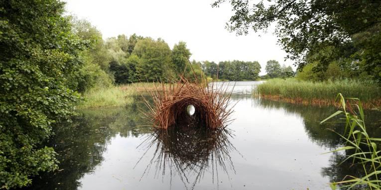 Landschaftskunst in einem Fluss