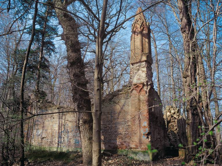 Ruine des Mausoleums von Graf Carl von Alten