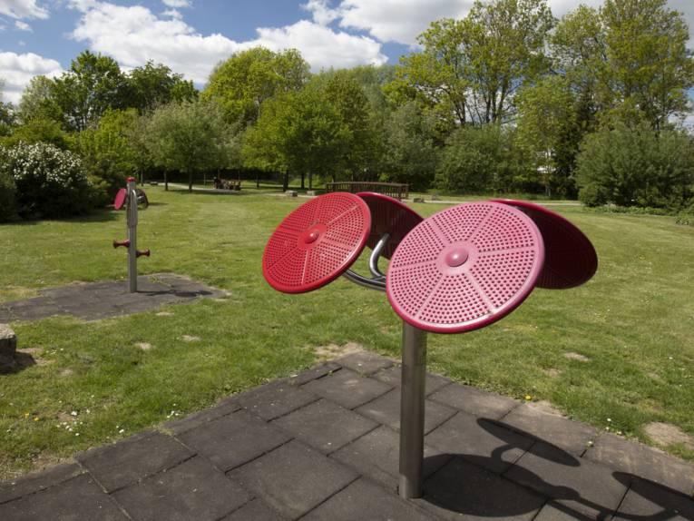 Sportgeräte im Park