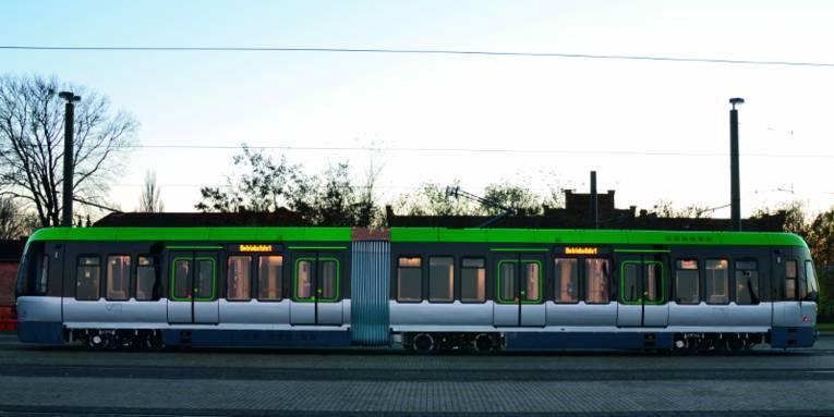 Neuer Stadtbahnwagen von der Seite fotografiert.