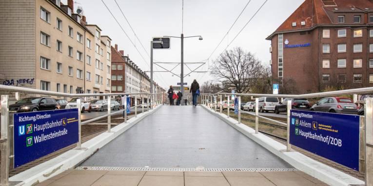 Ein neuer Hochbahnsteig in Detailaufnahme