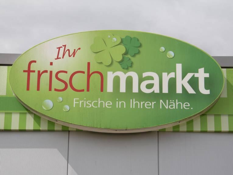 """Schild mit der Aufschrift """"Ihre frischmarkt"""""""