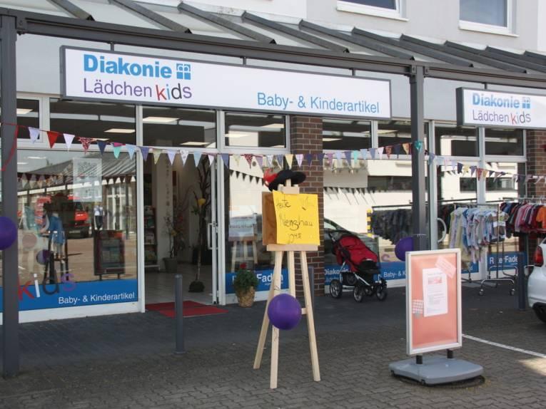 Foto eines Ladengeschäftes mit Artikeln für Kinder und Babys.
