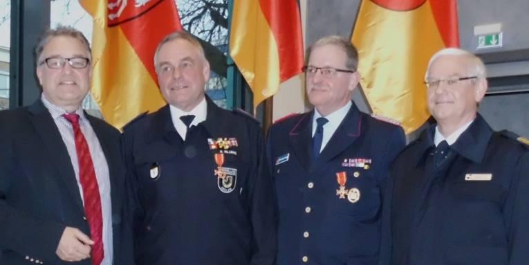 v.lks.: Regionspräsident Hauke Jagau, Alfred Blume, Hans-Jürgen-Grigat und Ulf Günter
