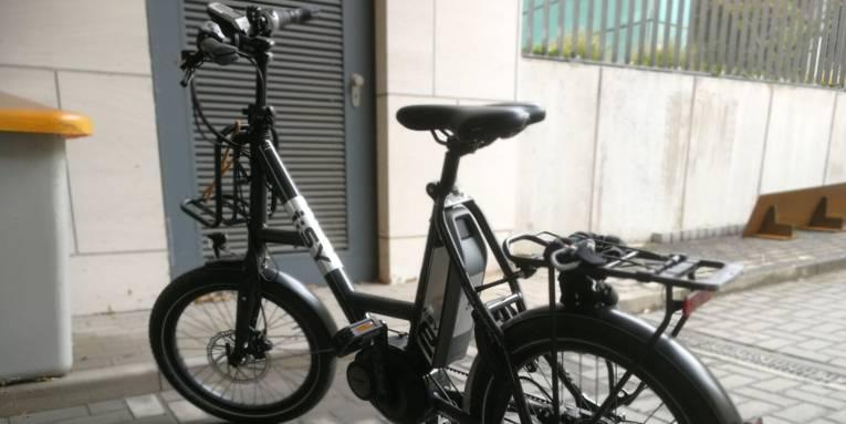 kleines Fahrrad mit eMotor zur Unterstützung