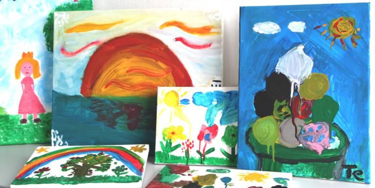 Getuschte Bilder zeigen Pflanzen, die Sonne und eine Prinzessin.