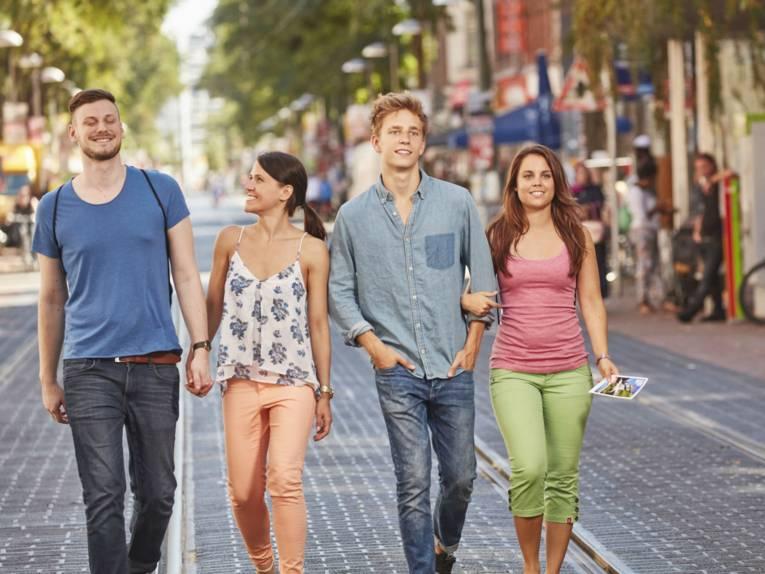 Gruppe auf der Limmerstraße