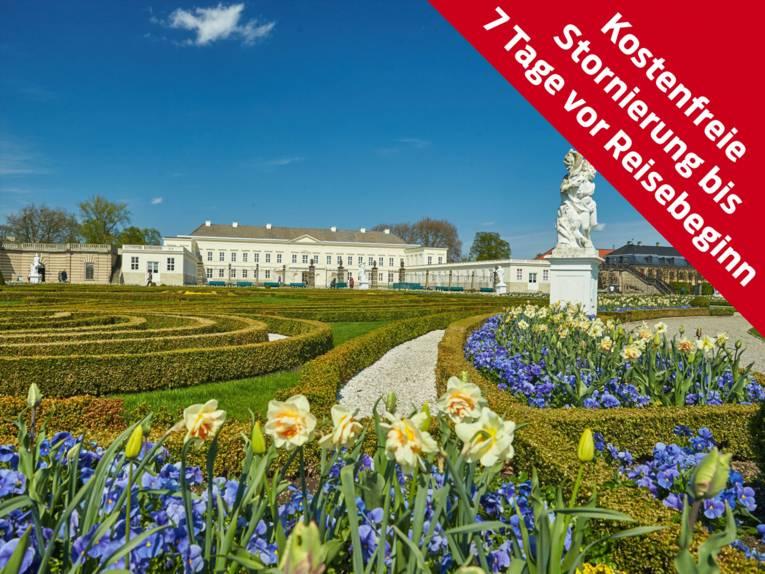 Blick auf Schloss Herrenhausen im Frühling