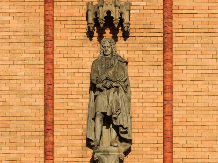 Leibniz Statue am Künstlerhaus