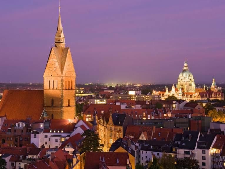 Blick über die Altstadt und das Neue Rathaus