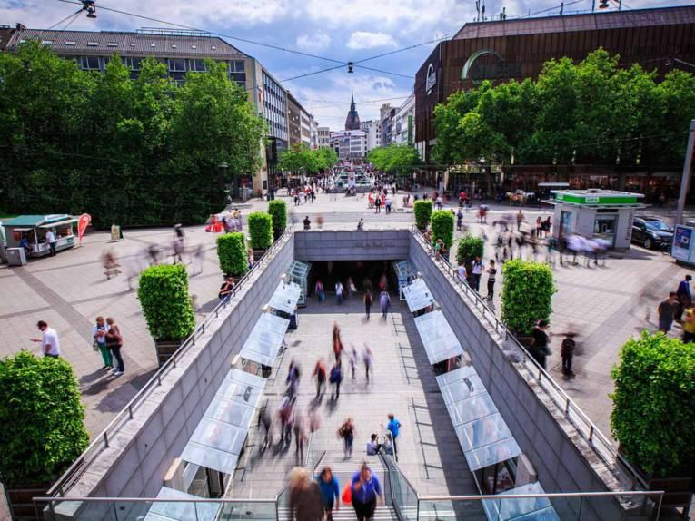 Niki de Saint Phalle Promenade / Innenstadt