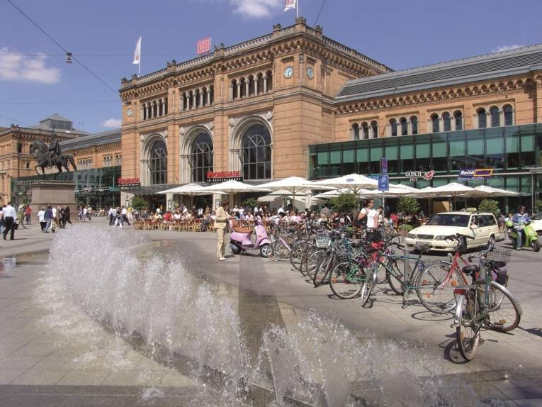 Der Hauptbahnhof Hannover im Sonnenschein