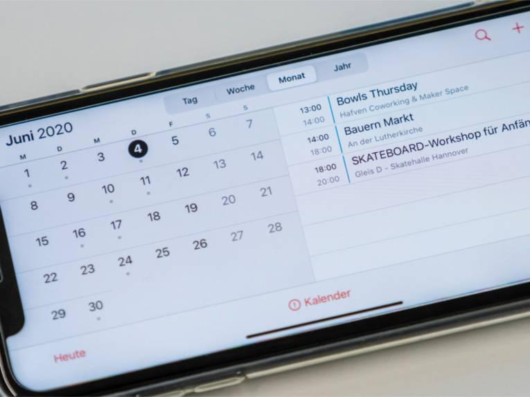 Kalenderübersicht auf einem Smartphone.