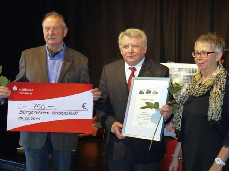 Die beiden Ehrenpreisträger 2014 - Herr Hartmann, Herr Ehlers und Bezirksbürgermeisterin Schlienkamp (v.l.).