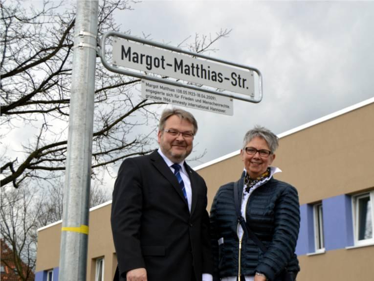 Bürgermeister Herrmann und Bezirksbürgermeisterin Schlienkamp des Stadtbezirks Ahlem-Badenstedt-Davenstedt.