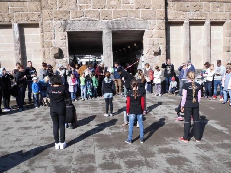 Die Camelot - Dancers erfreuten Jung und Alt mit einer Tanzaufführung.