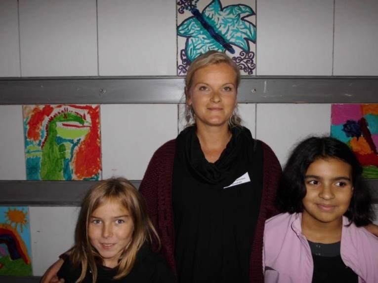 Julia Preusse mit ihren Camelot-Kindern.