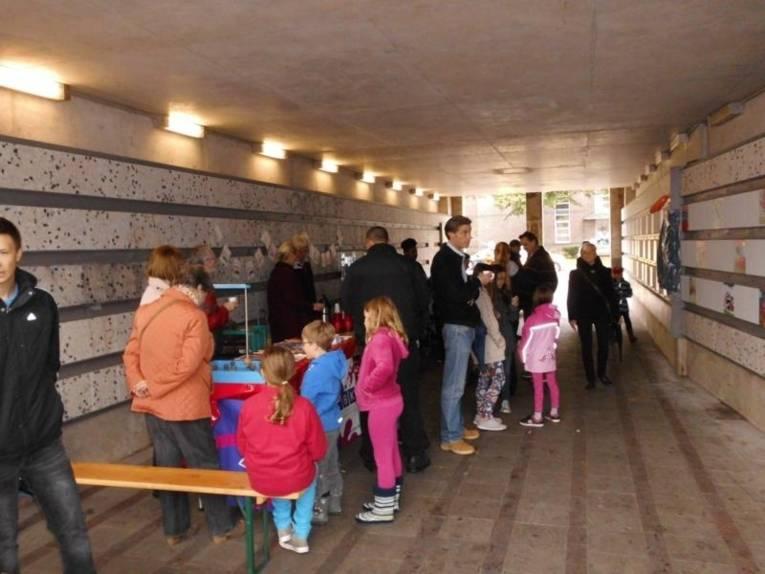 Der Kleefelder Bahnhofstunnel als Museum für Kinderkunst.