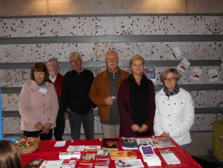 Erika, Hans-Rudolf, Bernd, Peter, Julia und Kathrin am PBK-Stand.