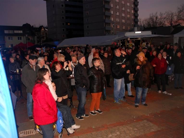BesucherInnen der Stadtbahnverlängerungsfeier.
