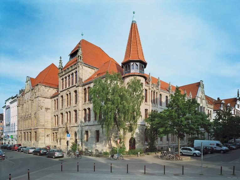 Das Gymnasium Lutherschule ist ein historisches Gebäude in der Nordstadt