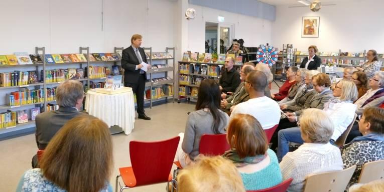 Kleiner Festakt zur Eröffnung der erneuerten und erweiterten Stadtbibliothek Vahrenheide