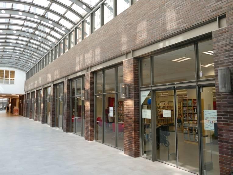 Jugendbibliothek und Stadtbibliothek List -  Eingangsbereich
